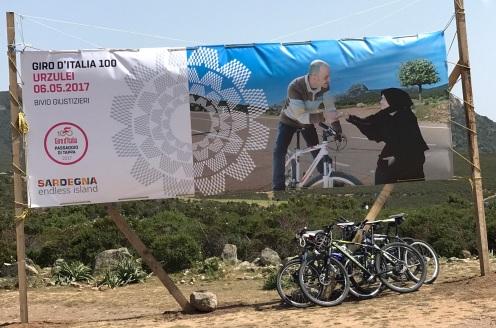 Giro d'Italia banner with centenarian